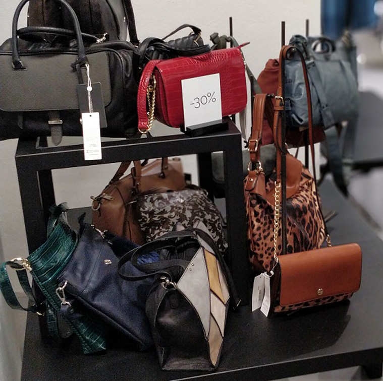 Fashioncenteroutletista muodikkaat laukut ja käsilaukut edullisemmin.